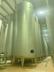 50000 liter tank i Syrefast 316